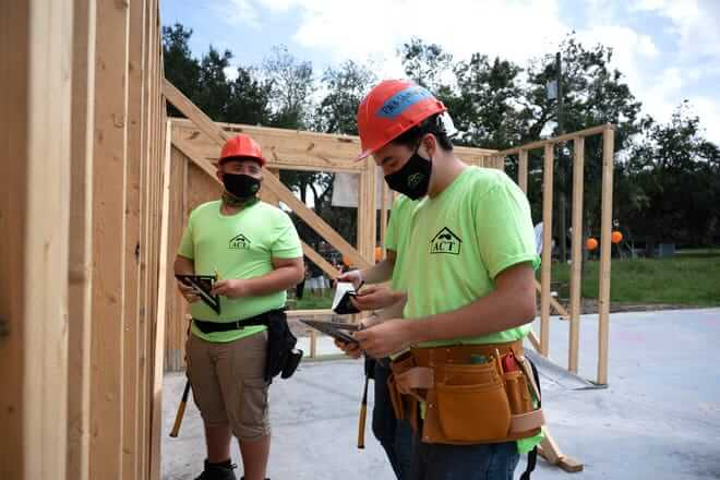 Leesburg High School students first day on site